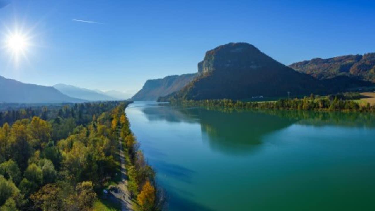 <h2>Der Drauradweg durch 3 Länder</h2> Er führt vom Ursprung der Drau im Toblacher Feld in Italien 366 km entlang des gleichnamigen Flusses durch Osttirol und Kärnten bis nach Marburg in Slowenien. (Foto: Kärnten)