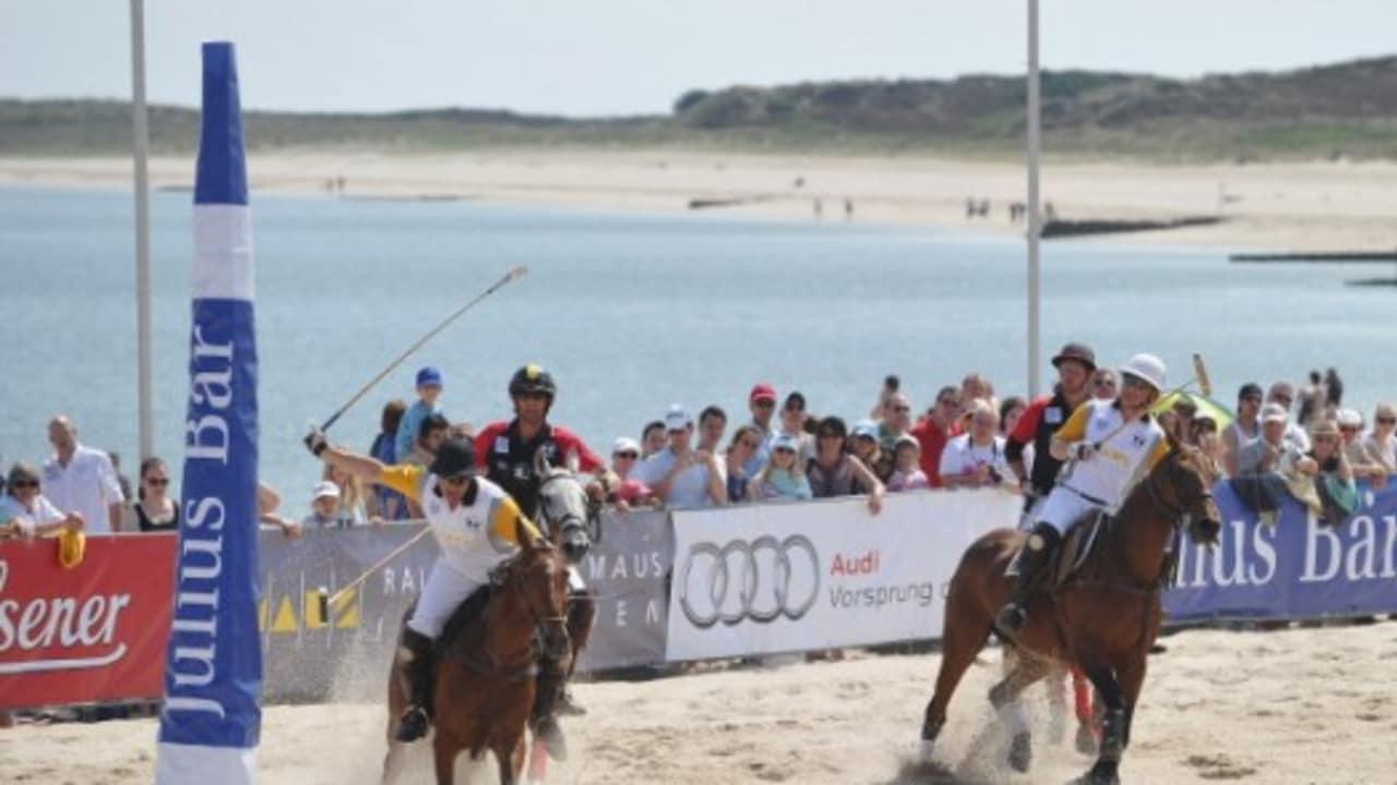 <h2>Beach Polo</h2> Auf Sylt finden viele verschiedene sportliche Veranstaltungen statt (Foto: getty).