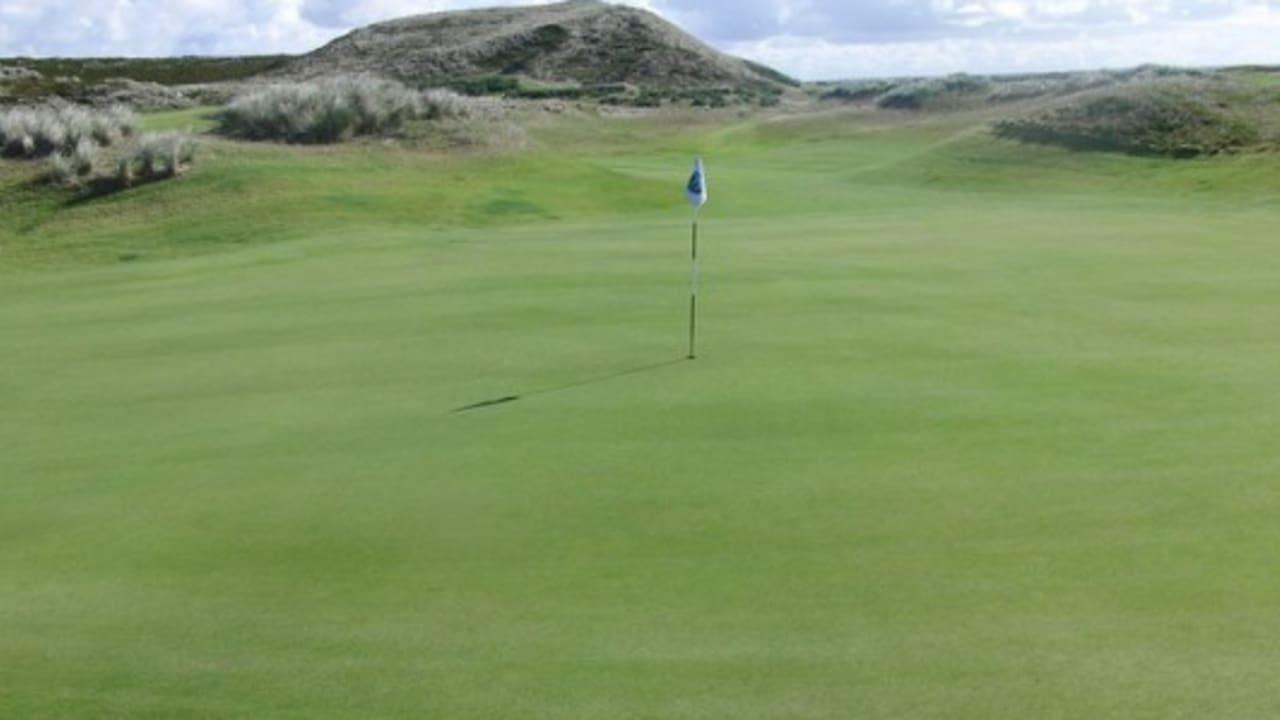 <h2>Golfanlage Budersand</h2> Der Linkskurs lädt zu einer anspruchsvollen Runde mit wunderschönen Aussichten ein (Foto: flickr).