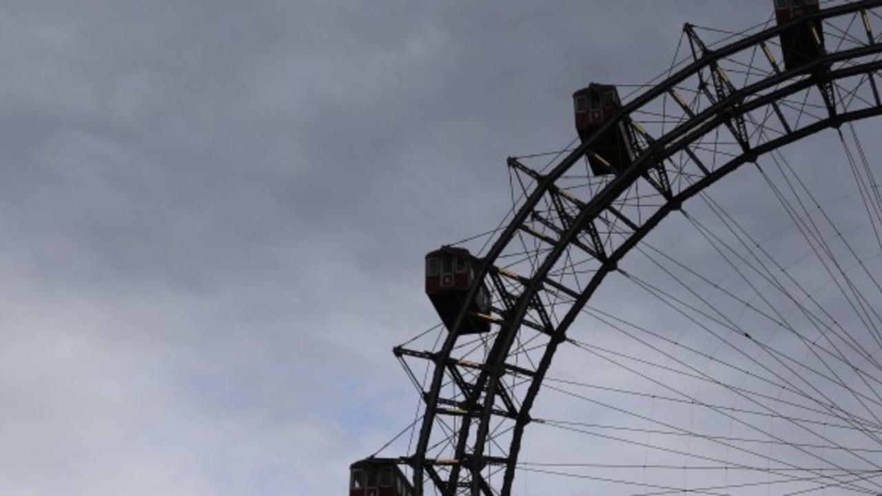 <h2>Wiener Prater</h2>Der Prater, Wiens Vergnügungsviertel mit seinem berühmten Riesenrad und über 200 Attraktionen für Groß und Klein. Und selbst zum Entspannen lädt der Park ein. (Foto: Getty)