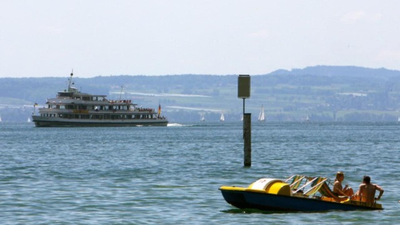 <h2>Maschinen- oder Muskelkraft</h2> Am Bodensee hat mal als Besucher die Wahl. Aber ein sportlicher Golfer fährt natürlich Schlauchboot. (Foto: Getty)