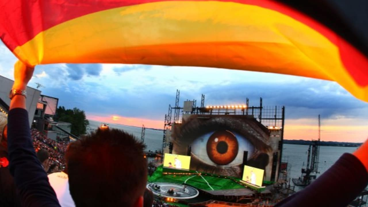 <h2>Public Viewing</h2> Während der EM in Österreich und der Schweiz fand auf österreichischer Seite direkt am Bodensee ein Public Viewing auf dieser toll gestalteten Tribüne statt. (Foto: Getty)