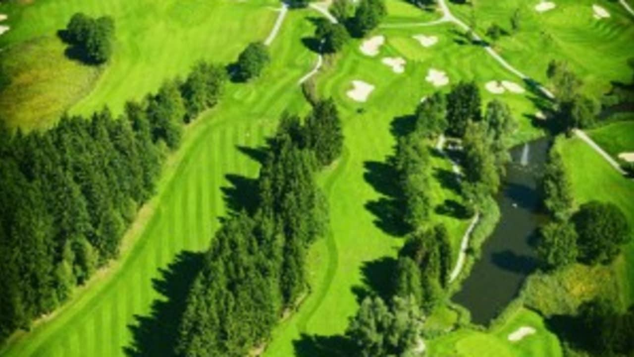 <Der GC Bodensee Weissensberg</h2> Am Bodensee gibt es viele interessante Golfclubs. Einer von ihnen ist der GC Bodensee Weissensberg, der mit tollen Impressionen auf sich aufmerksam macht. (Foto: Studio Fasching)