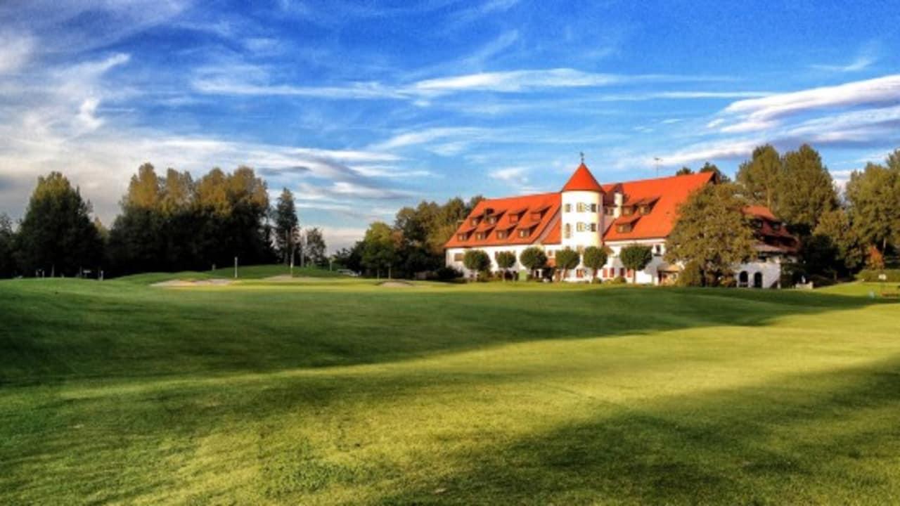 Das schöne Clubhaus des Clubs lädt nach der Runde zu Verweilen ein. (Foto: Studio Fasching)