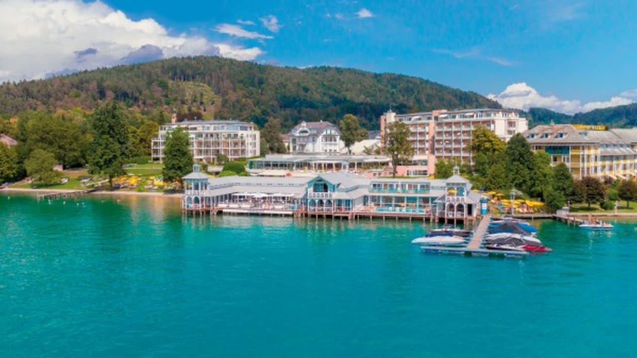 Der Blick vom Wörthersee auf das Werzer's Resort. (Foto: Werzer's)