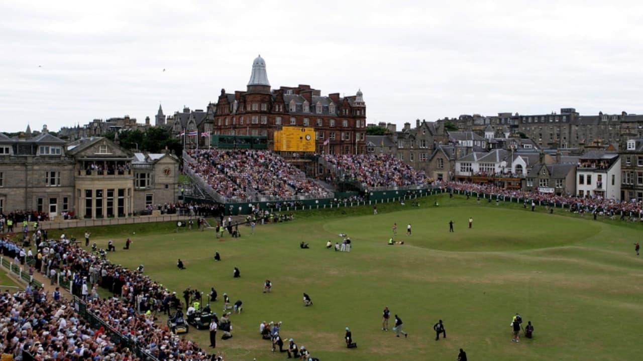 """Der St. Andrews Old Course bei der 134. Open Championship im Jahr 2005. Auch im Jahr 2018 lohnt sich eine Fahrt zum """"Home of Golf"""" immer noch. (Foto: Getty)"""
