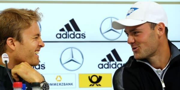 Martin Kaymer stattete dem DFB-Team im Trainingslager in Südtirol zusammen mit Formel-1-Pilot Nico Rosberg und DTM-Fahrer Pascal Wehrlein einen Besuch ab.