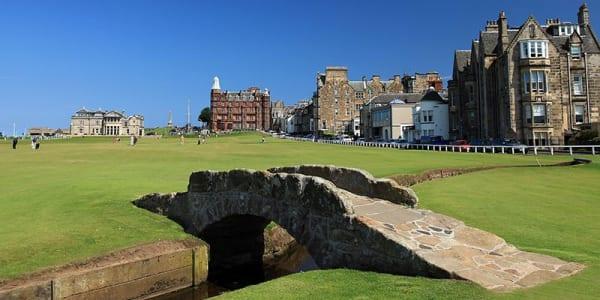 Es gibt unterschiedliche Wege, an eine Startzeit auf dem legendären Old Course von St. Andrews zu kommen.