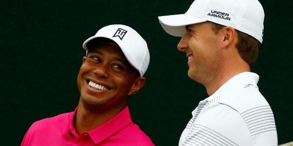 Jordan Spieth (r.) spielte 2015 eine beeindruckende Major-Saison. Trotzdem kam er nicht ganz an die Ergebnisse Tiger Woods 2000 heran.