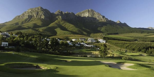 Der Erinvale Golf Club mit Blick auf den Helderberg bei Kapstadt. (Foto: Getty)