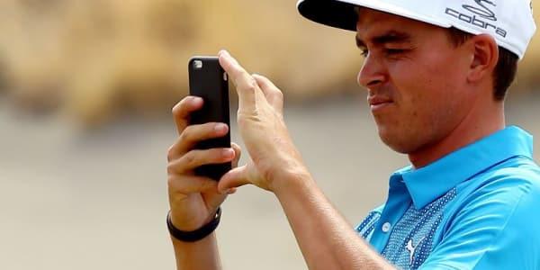 Technische Hilfsmittel in Form von Apps oder Gadgets sind ein weit verbreiteter Begleiter auf dem Golfplatz.