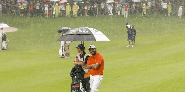 Wieder mal Regenwetter: Bei der Shenzhen International bleiben die die Pros auch am Finaltag im Regen stehen. (Foto: Getty)