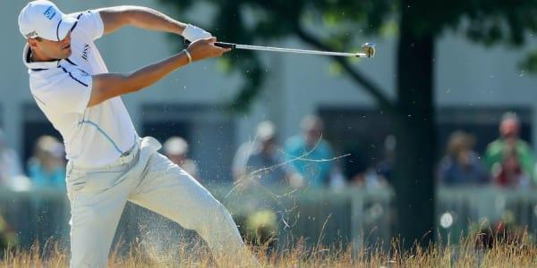 Eine wilde zweite Runde lieferte Martin Kaymer bei der US Open 2016 ab, bei der Schläge wie dieser keine Seltenheit waren. (Foto: Getty)