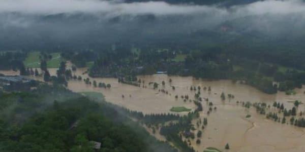 Wassermassen kennen keine Gnade: unerbittlich zog das feuchte Element eine Schneise der Zerstörung durch das Greenbrier Resort. (Foto: twitter.com/@GlobalGolfPost)