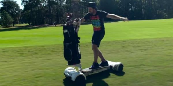 Sieht leicht aus - soll es auch sein. Das Fahren mit dem Golfboard ist in wenigen Minuten erlernt. (Foto: Screenshot)