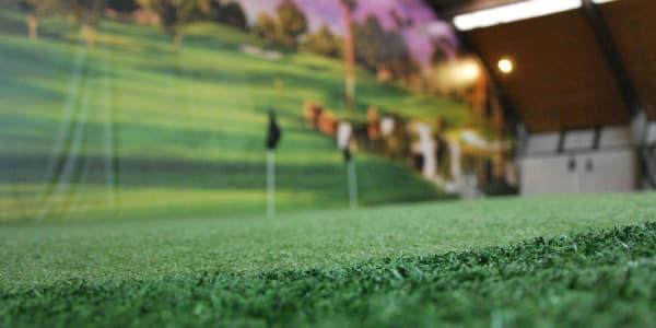 Egal ob Regen oder Schnee, beim Indoor Golf ist das kein Hindernis.