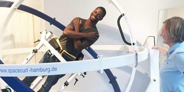 Beim Training im Spacecurl werden verschiedenste Muskelgruppen beansprucjt und der Gleichgewichtssinn gefördert. (Foto: Spacecurl Hamburg)