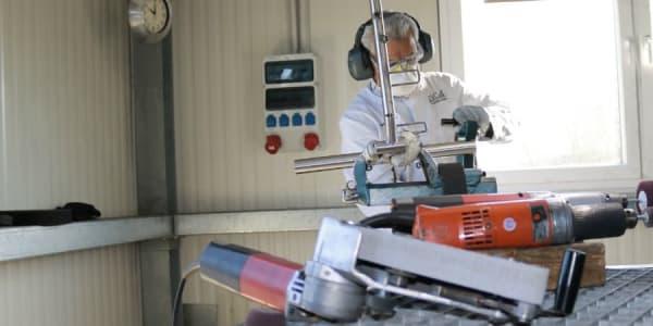 Im Werk des deutschen Elektro-Trolley-Herstellers TiCad sitzt jeder Handgriff und beste Qualität ist das höchste Gut. (Foto: Golf Post)