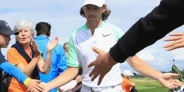 Im Golf Post Talk: Der Sieger der diesjährigen Open de France Tommy Fleetwood begrüßt seine Fans. (Foto: Getty)