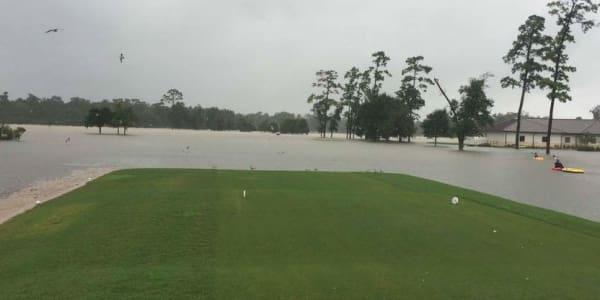 Alex Cejka spendet, um den Flutopfern zu helfen. Auch die Golfplätze in Houston sind vom Hurrikan beschädigt. (Foto: Twitter/@TimmsSteve)