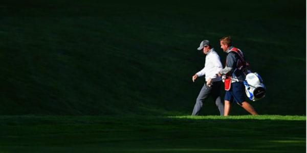 Matthew Fitzpatrick im Gespräch mit seinem Caddy. Die Strategie ging auf. (Foto: Getty)