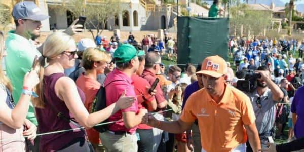 Rickie Fowler konnte zwar nicht siegen, eroberte die Herzen der Fans bei der Waste Management Phoenix Open aber im Sturm. (Foto: Getty)