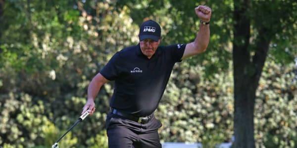Phil Mickelson schlägt im Playoff bei der World Golf Championship Justin Thomas. (Foto: Getty)