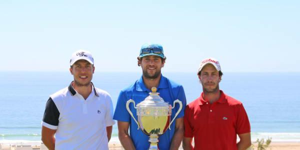 Romain Bechu (m.) gewinnt die Open Tazegzout, Stanislas Gautie (r.) wird Zweiter, Franck Daux (l.) wird Dritter. (Foto: Pro Golf Tour)