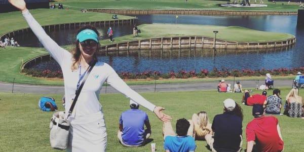 Sandra Gal vor dem Inselgrün an der 17. Bahn des TPC Sawgrass vor der Players Championship 2018. (Foto: Instagram.com/@thesandragal)