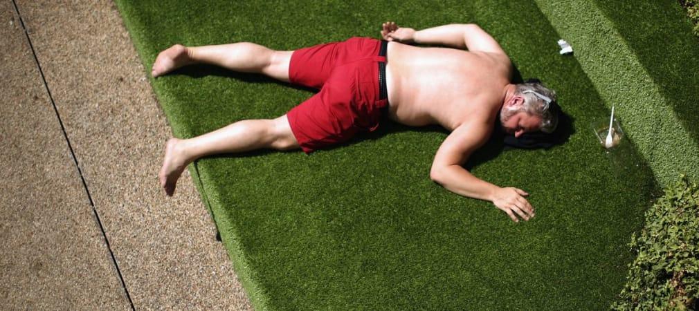 Für eine erfolgreiche Golfrunde auch bei Hitze: Eincremen, Kopfbedeckung, helle Kleidung und viel zu trinken. (Foto: Getty)