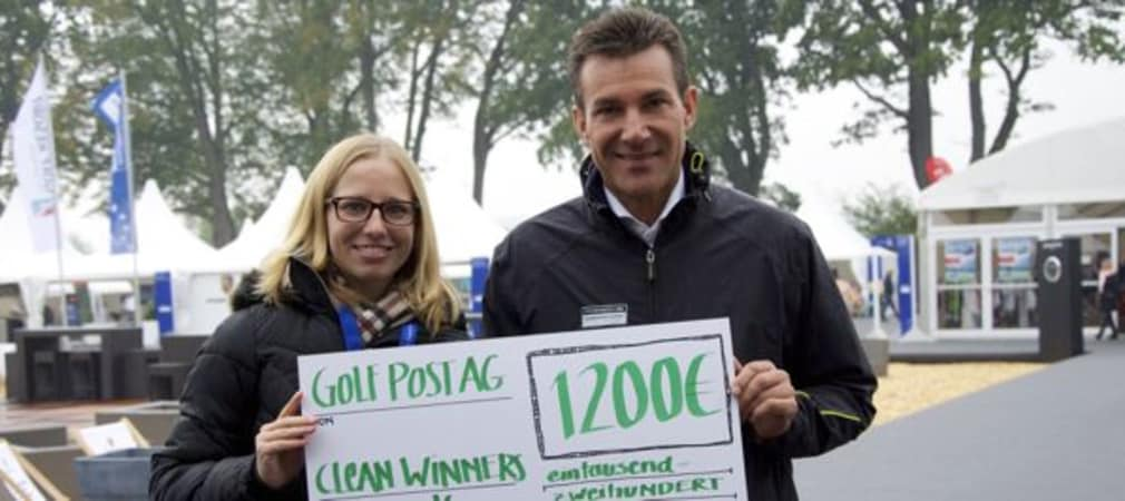 Bei der Scheckübergabe mit Charly Steeb in Bad Griesbach wärhend der PORSCHE European Open (Foto: Golf Post)