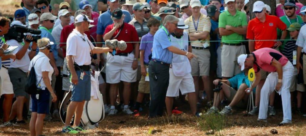 US Open 2014: Martin Kaymer erklärt seinen Ball für unspielbar. (Foto: Getty)