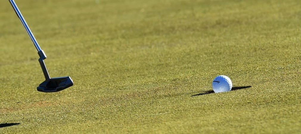 Den Golfball mittels Line Up markieren für eine höhere Putt-Garantie. Hilft das wirklich? (Foto: Getty)