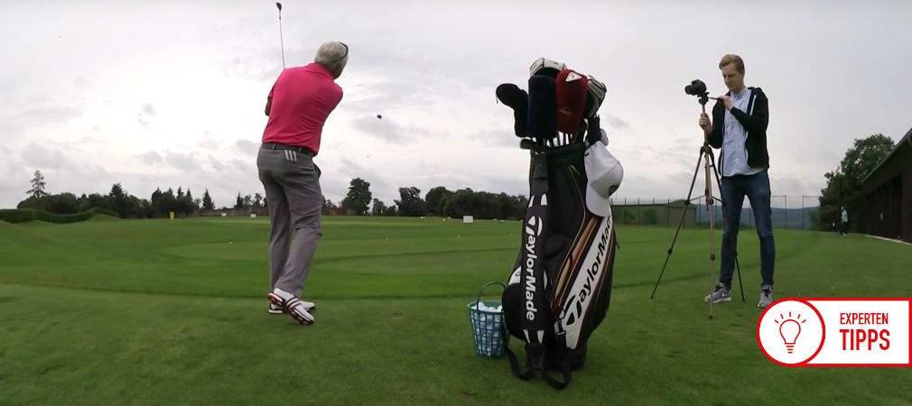 Golftrainer Frank Adamowicz zeigt, wie ein