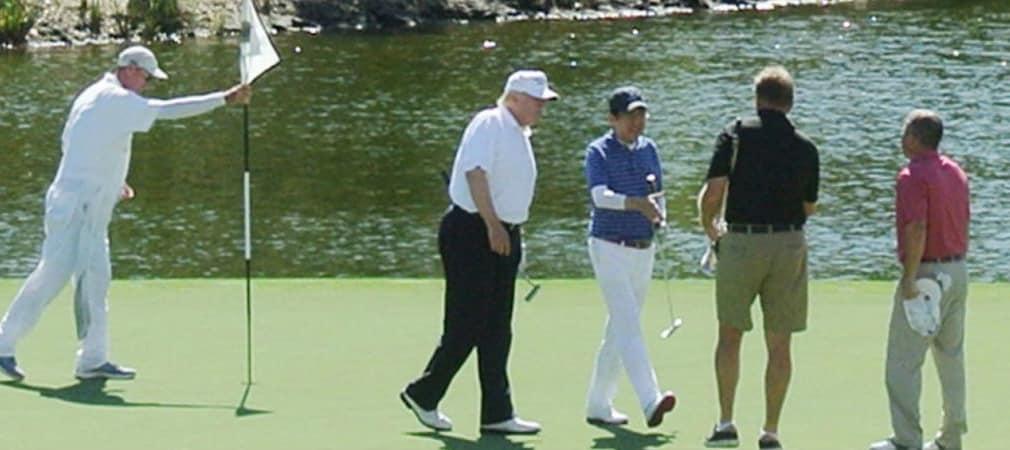 Auf eine Runde: Donald Trump, Ernie Els und der japanische Premierminister Shinzo Abe spielten eine gemeinsame Runde Golf. (Foto: Getty)