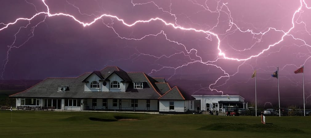 Wenn sich nicht bald etwas tut, steuern die europäischen Clubs auf stürmige Zeiten zu. (Foto: Getty)