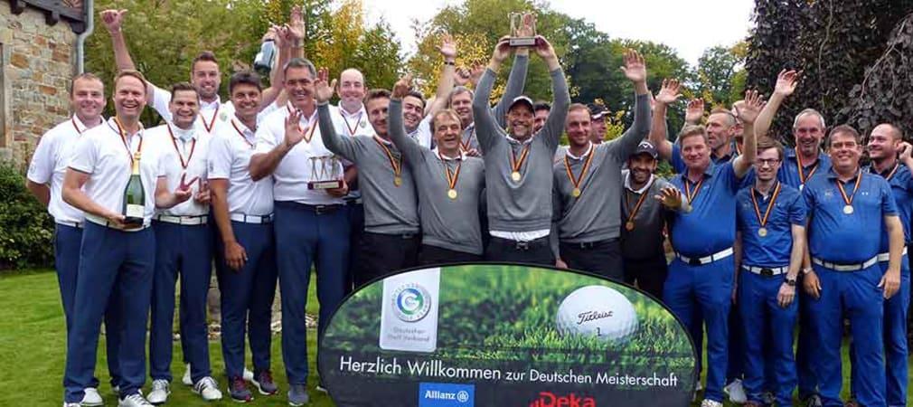 Titelverteidiger des GC St. Leon-Rot feiern mit dem Team vom Frankfurter GC und dem Drittplatzierten Bochumer GC (Foto: DGV/C&V Sport Promotion)