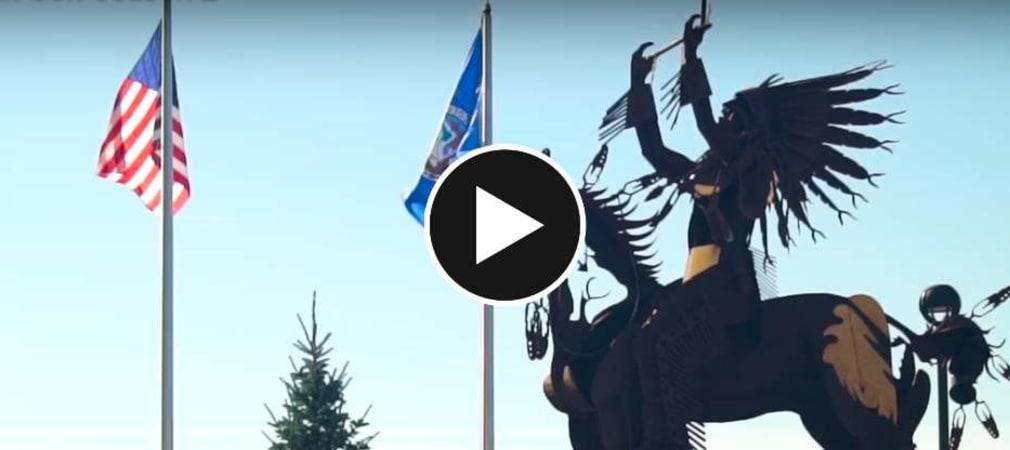 Erik Anders Lang besucht in der zweiten Staffel Adventures in Golf den Circling Raven Golf Club des Coeur d'Alene Stammes. (Screenshot: Youtube/Skratch)