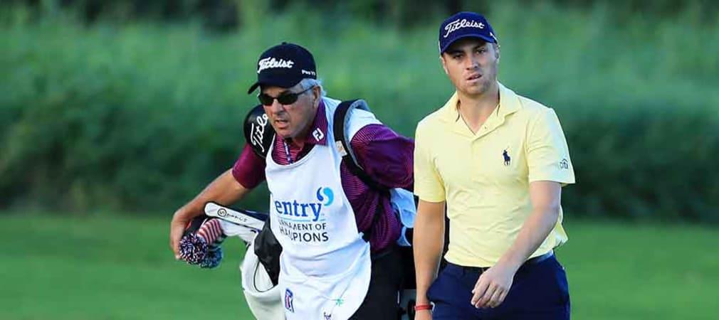 Beim Tournament of Champions musste sein Vater noch aushelfen. Diese Woche hat Justin Thomas prominente Verstärkung am Bag. (Foto: Getty)