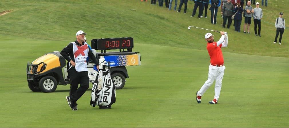 Beim GolfSixes wurde die Shot Clock an einem Loch schon getestet. Ab Donnerstag wird jeder Spieler bei jedem Schlag eine Solche Uhr hinter sich haben. (Foto: Getty)