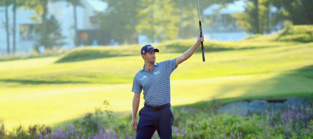 Webb Simpson beim Jubel nach seinem sensationellen Putt zum Eagle und zur Führung auf der PGA Tour an Loch 18. (Foto: Getty)