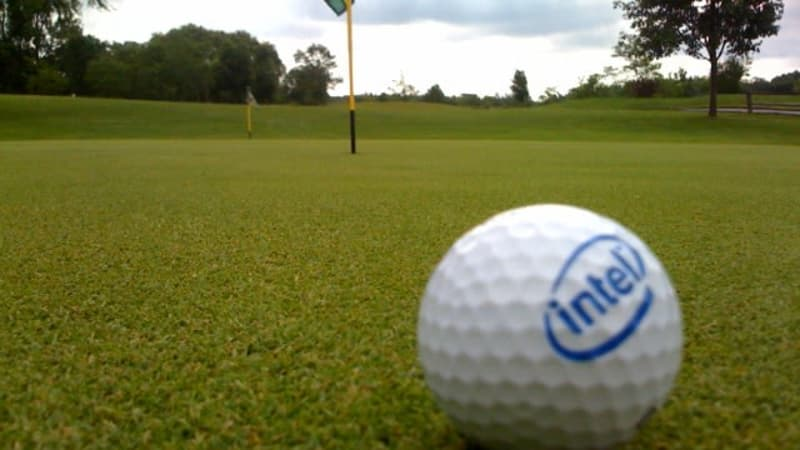Golfball auf dem Putting-Green
