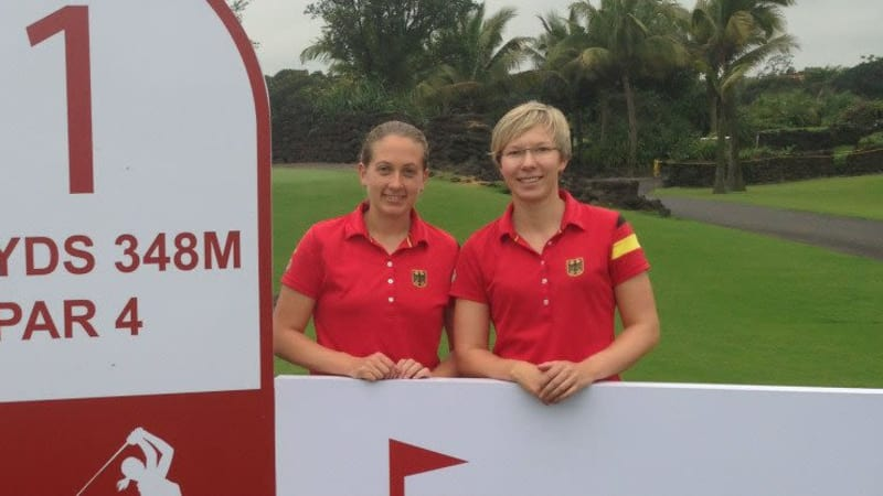 Ann-Kathrin Lindner (r.) und Nina Holleder bei der World Ladies Championship im Mission Hills Resort.