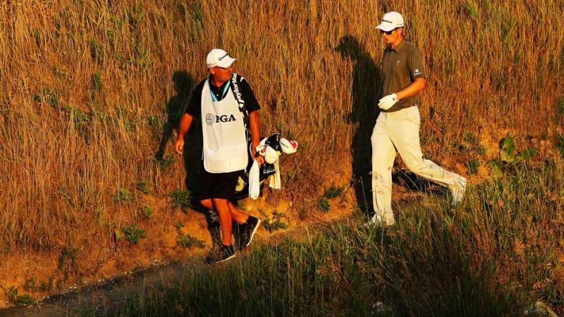 Justin Rose und sien Caddie in der dritten Runde der PGA Championship. (Foto: Getty)