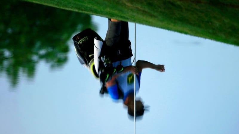 Golf Video: Bag landet im Teich