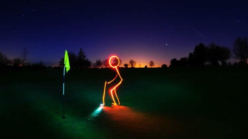 Wenn die Nächte länger werden und man trotzdem golfen möchte: Nachtgolf (Foto: flickr)