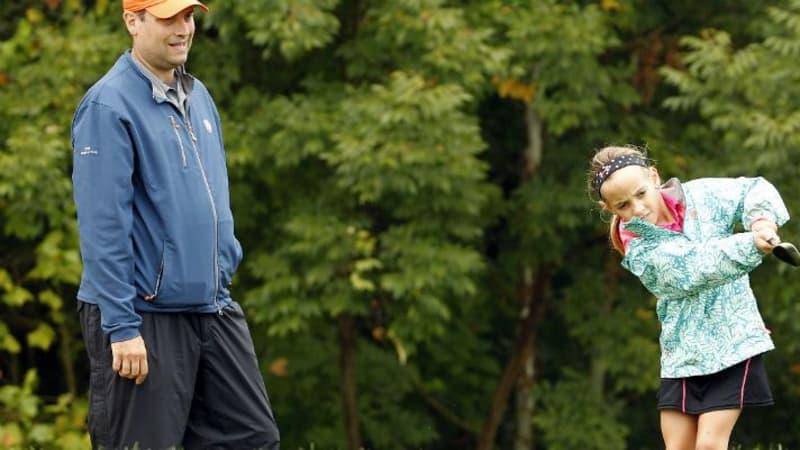 Golfunterricht für die ganze Familie - damit versucht ein Golfclub in England den Nachwuchs zu gewinnen.
