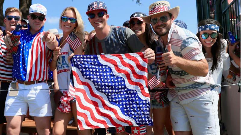 Texanische Fans feuern Jordan Spieth und Ryan Palmer beim Dean & Deluca Invitational an. (Foto: Getty)