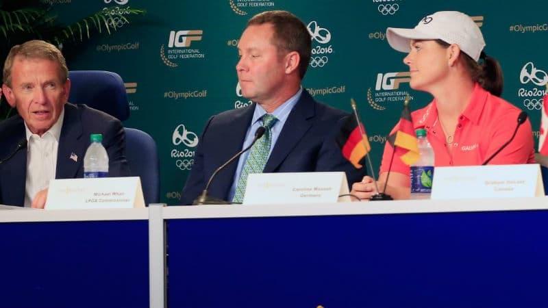 Von links nach rechts: Tim Finchem, Michael Whan und Caroline Masson bei einer Pressekonferenz über Golf bei Olympia 2016. (Foto: Getty)