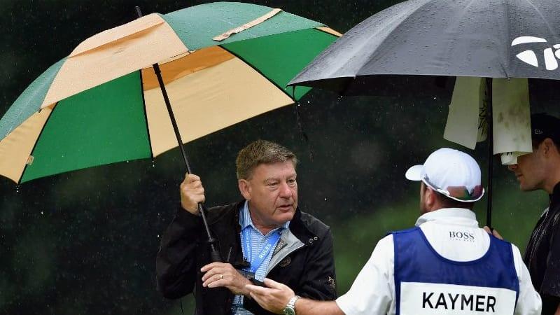 Martin Kaymer und sein Caddy kamen am Moving Day der PGA Championship nicht über das Einschlagen hinaus. Die Runde wurde noch vor Kaymers Start unter- und später abgebrochen. (Foto: Getty)